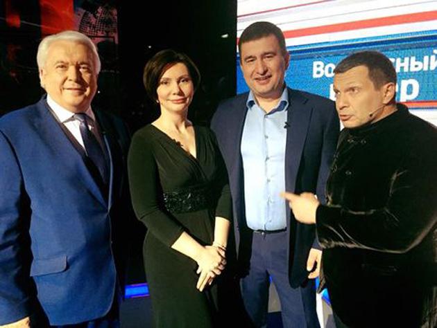 Владимир Олейник (крайний слева) на шоу российского пропагандиста Владимира Соловьева