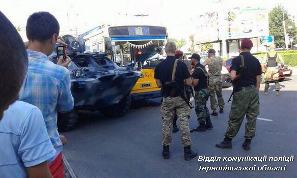 УТернополі зіткнулися тролейбус і БРДМ