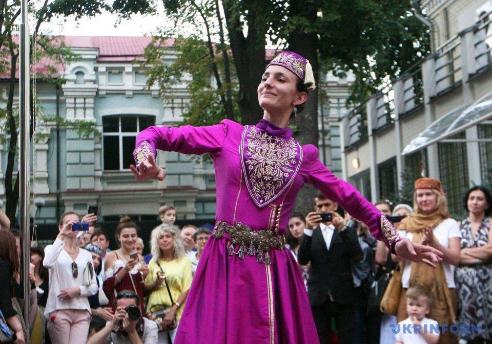 Ельнара Халілова, солістка танцювального ансамблю