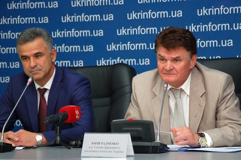 Юрія Радченко, в.о. Голови Державного космічного агентства України (праворуч)