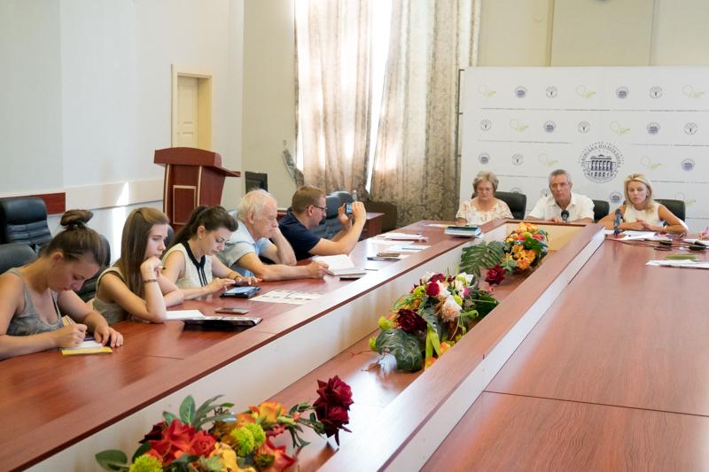 На фото (ліворуч) Ірина Ключковська