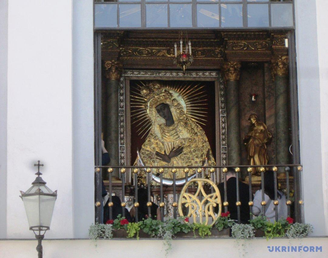 Остробрамська Божа Матір Милосердя