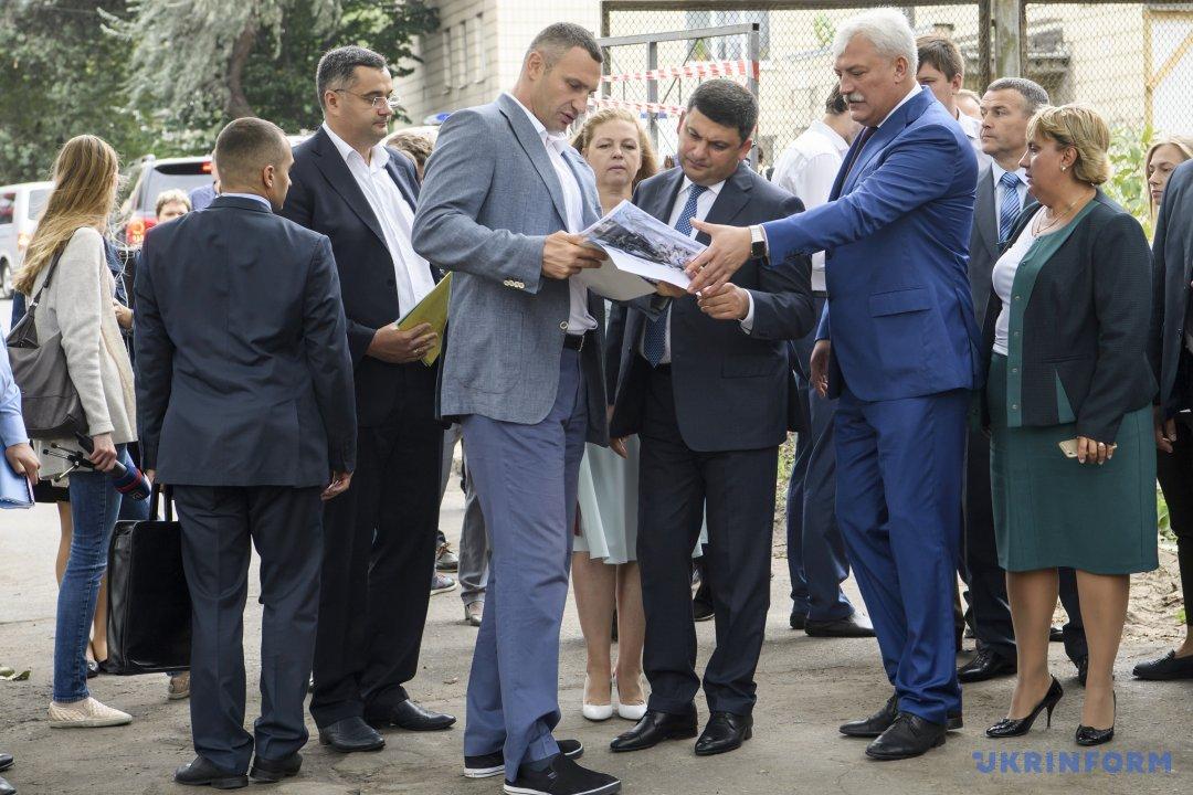 Гройсман: Уряд заклав добюджету 1 млрд гривень нареформу початкової освіти