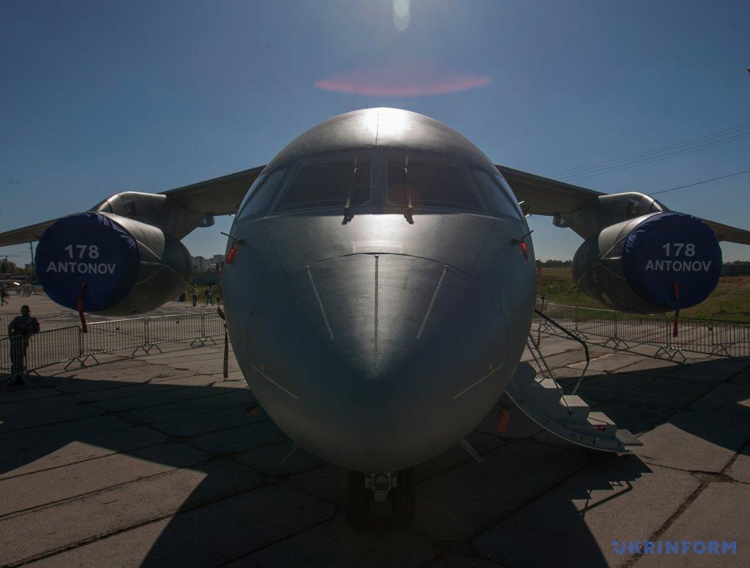Військово-транспортний літак Ан-178 демонструється в рамках авіаційного фестивалю Ukraine Avia Fest у Державному музеї авіації України