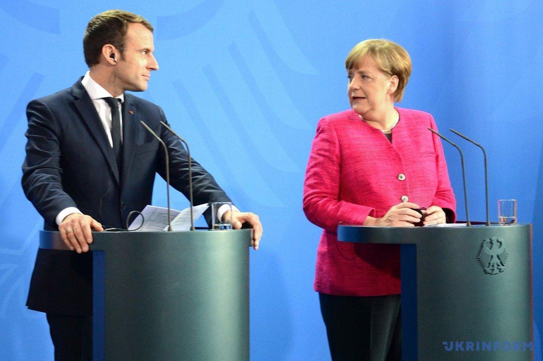 Президент Франції Еммануель Макрон і канцлер Німеччини Ангела Меркель
