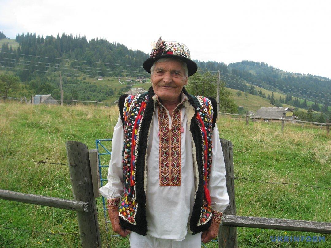 88-річний гуцул Микола (поштар)