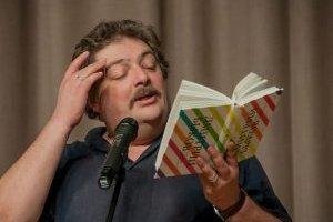 Російський письменник Биков опритомнів