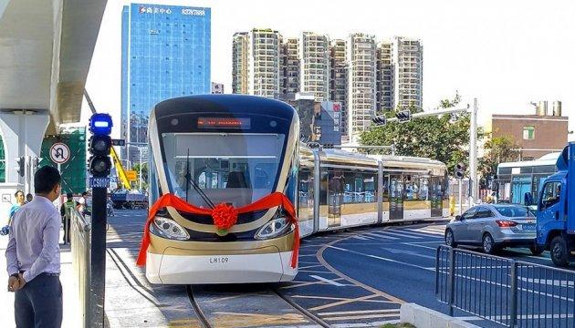 Китайці запустили перший у світі безпілотний трамвай