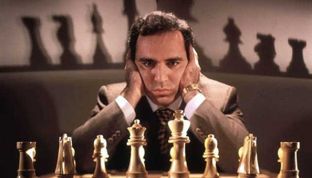Каспаров повертається у великі шахи
