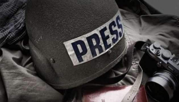 Российские литераторы требуют освободить из плена