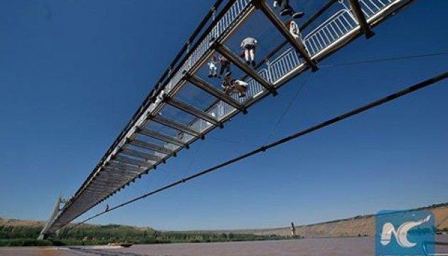 В Китае открыли стеклянный мост через Хуанхэ