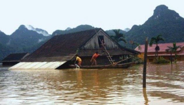Число жертв наводнений во Вьетнаме увеличилось до 23