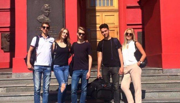 Jóvenes ucranianos grabaron un video sobre Ucrania para sus compañeros extranjeros (Vídeo)