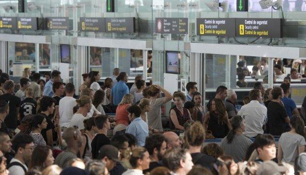 Забастовка в аэропорту Барселоны: пассажиры часами стоят в очередях