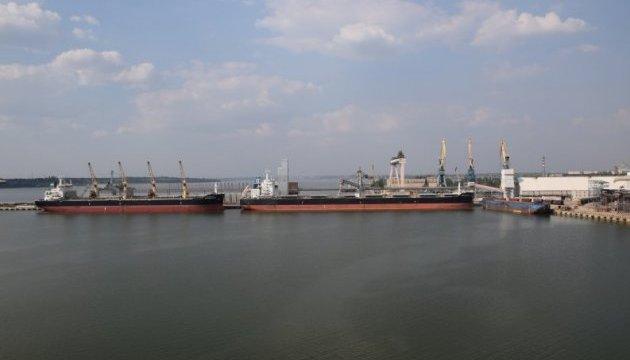 Миколаївський порт вперше провів одночасне завантаження двох суден Panamax