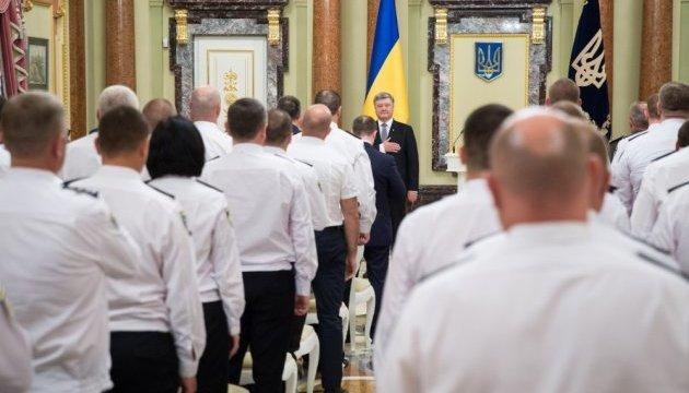 Президент наградил 30 полицейских орденами и медалями