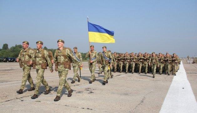 Бойцы Почетного караула на параде ко Дню независимости продемонстрируют обновленную форму