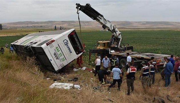 В Турции автобус съехал в кювет, шестеро погибших, десятки раненых