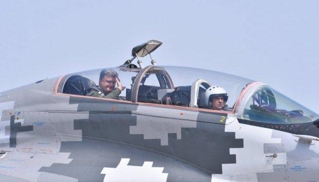 Порошенко нагадав про майстерність і подвиги українських військових льотчиків