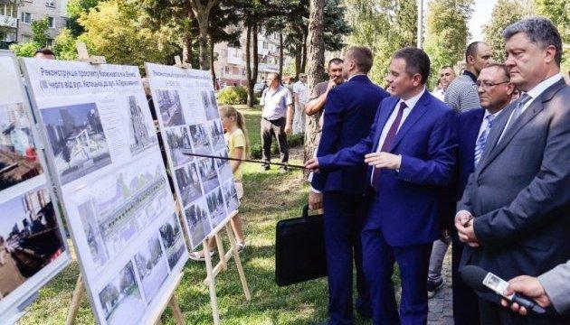 Президент ознайомився з реконструкцією проспекту Космонавтів у Вінниці