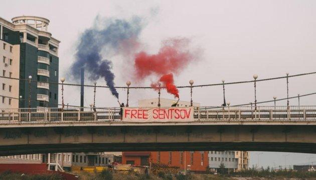 Free Sentsov: Pussy Riot unterstützen ukrainischen Filmregisseurs in Jakutsk