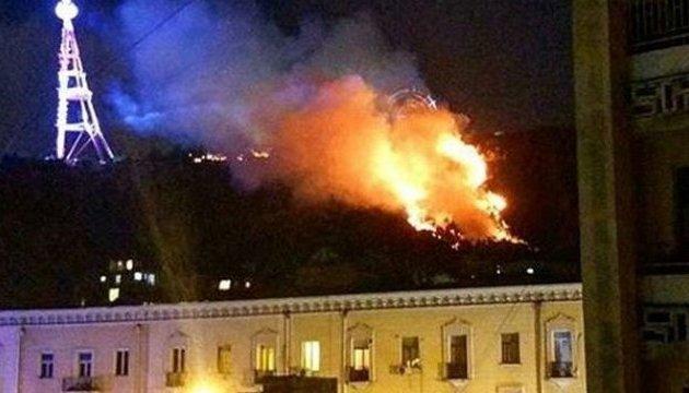 В Тбилиси бушует пожар