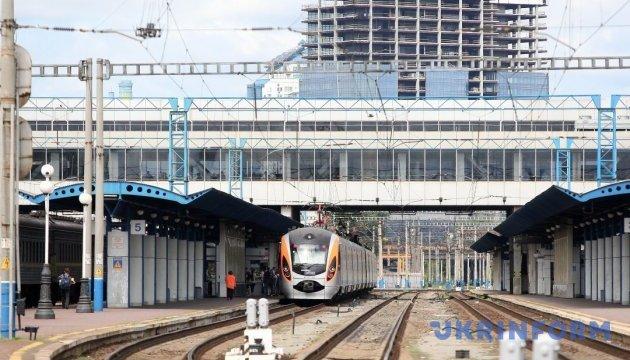 Укрзалізниця призначила ще 4 додаткові поїзди на Покрову