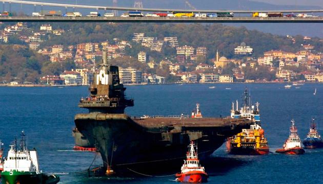 Через Босфор щодня проходить більше сотні кораблів