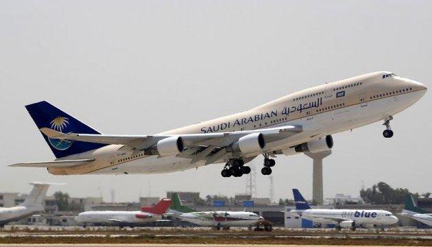 Саудівська авіакомпанія запровадила дрес-код для пасажирів