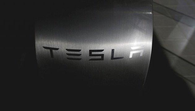 Tesla буде тестувати безпілотну фуру