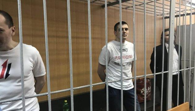"""У Росії трьом журналістам дали по декілька років за """"екстремізм"""""""