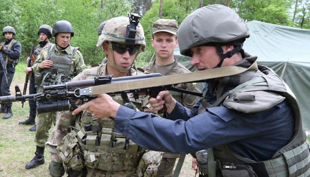 Канадський уряд просять збільшити військову допомогу Україні