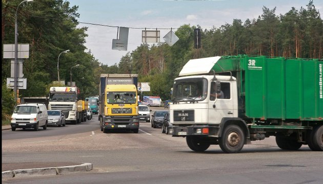 Киев ограничил въезд грузовиков из-за жары