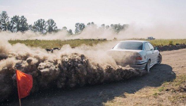 У Коломиї влаштують бої автомобілів