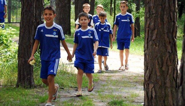 Батьки футболістів ДЮСШ «Динамо» вимагають від влади заборонити матч в Маріуполі