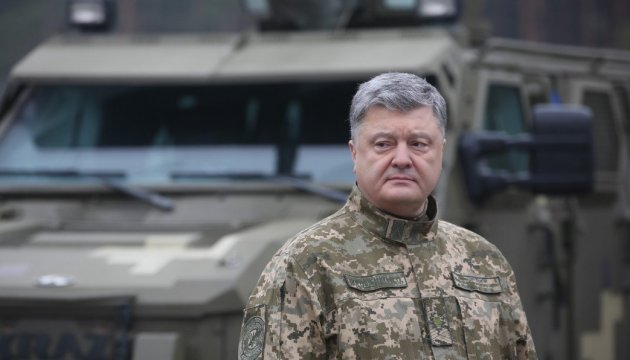 Poroschenko: Armee erhielt fast 16000 Stück Waffen und Technik