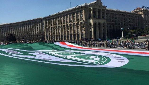 На Майдані розгорнули найбільший у світі прапор Ічкерії