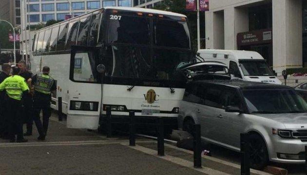 Автобус з туристами врізався в міст у Римі
