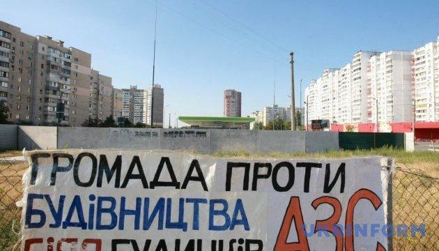 Протест проти АЗС на Ревуцького триває – прокуратура відкрила справу