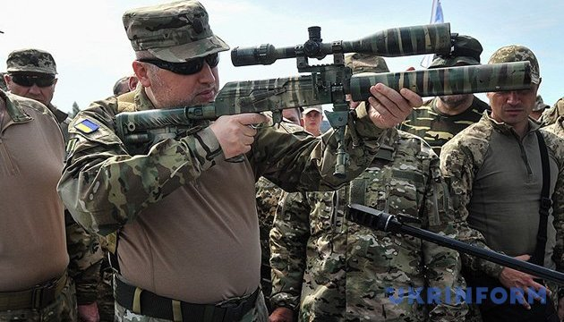 Turchynov reports on successful military tests of Ukrainian ammunition