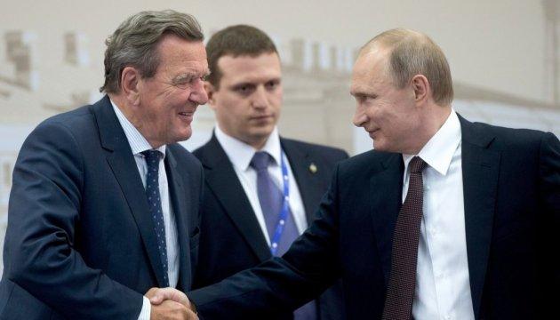 В рядах «лакеев Путина» ждут пополнения. В лице экс-канцлера