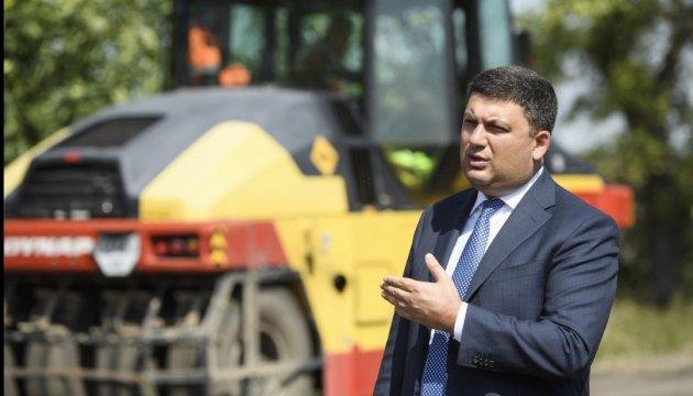 Гройсман: На Херсонщині цього року відремонтують  27 км доріг
