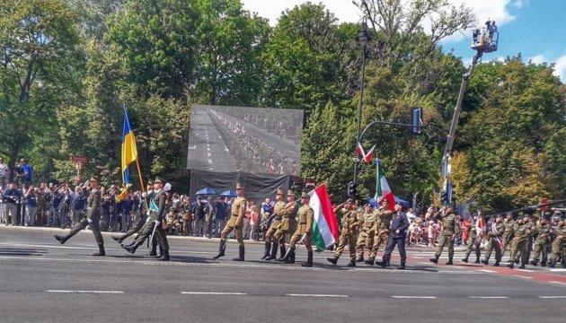 Українські прапороносці взяли участь у військовому параді в Польщі