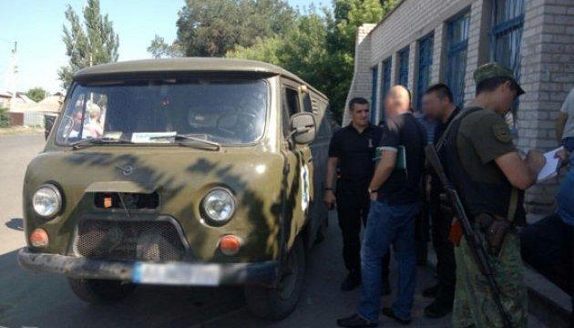 У Краматорську невідомі в масках напали на авто поштарів