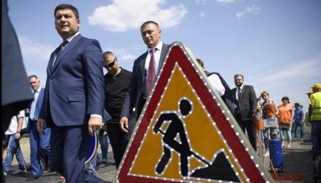 Прем'єр пояснив, чому ніяк не можуть добудувати міст у Запоріжжі