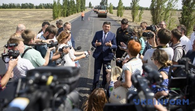 Groysman: 70 km of roads in Mykolaiv region to be repaired this year