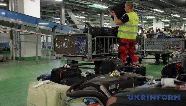 У Омеляна готують проекти передачі у концесію послуг аеропортів