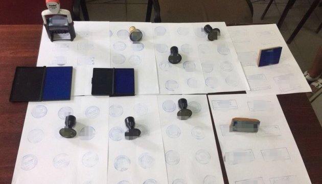 СБУ накрила злочинну групу, що підробляла документи для отримання робочих віз