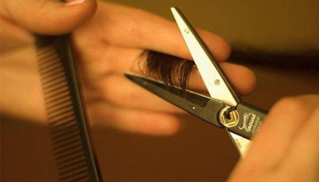 У Києві незадоволена зачіскою жінка на смерть забила перукаря