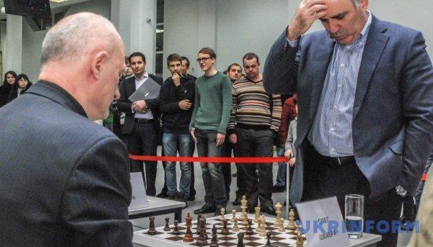Каспаров демонструє характер у блискавичній грі